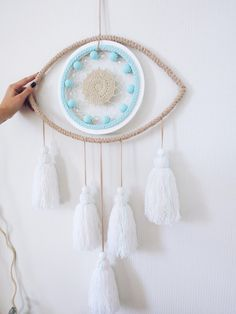 Big evil eye dream catcher with soft tassels can be made in different size. Dream Catcher Decor, Dream Catcher Boho, Big Dream Catchers, Dream Catcher Patterns, Yarn Crafts, Diy And Crafts, Arts And Crafts, Rope Crafts, Above Bed Decor