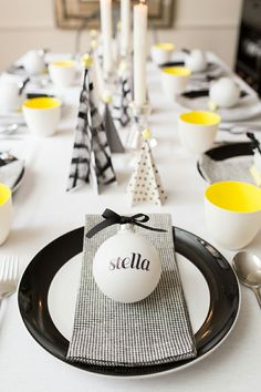 A Christmas Tablescape in Black, White, and a touch of Yellow! Christmas Table Settings, Christmas Tablescapes, Christmas Table Decorations, Holiday Tables, Decoration Table, Tree Decorations, Holiday Decor, Christmas Place, Noel Christmas