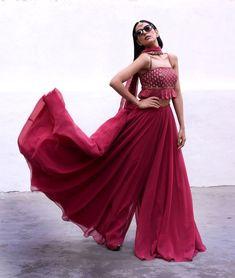 Indian Gowns Dresses, Indian Fashion Dresses, Indian Designer Outfits, Indian Fashion Trends, Indian Wedding Dresses, Wedding Lehnga, Ethnic Wear Designer, India Fashion, Wedding Wear