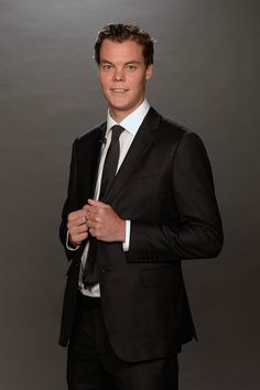 Tuukka Rask Photos - Tuukka Rask of the Boston Bruins poses for a portrait during the 2014 NHL Awards at Encore Las Vegas on June 2014 in Las Vegas, Nevada. Hockey Baby, Ice Hockey, Nhl Awards, Boston Bruins, Hockey Players, March, Portraits, Poses, Sport