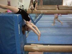 Back handspring Drill! - Drop from block to hands on low beam-great for floor also-step out Gymnastics Levels, Gymnastics Tricks, Gymnastics Skills, Gymnastics Coaching, Gymnastics Training, Cheer Stunts, Cheerleading, Back Handspring Drills, Amazing Gymnastics