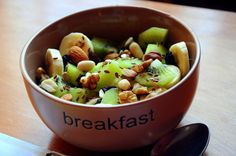 Images and videos of healthy breakfast Healthy Breakfast Image, Clean Eating Breakfast, Breakfast Bowls, Vegan Foods, Vegan Recipes, Healthy Snacks, Healthy Eating, Recipes For Beginners, Perfect Food
