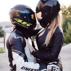 Your sensational love of CATS now available in Motorcycle Helmet Fashion. Motorcycle Couple Pictures, Biker Couple, Biker Love, Biker Girl, Motorbike Girl, Motorcycle Helmets, Motocross Couple, Gp Moto, Fille Gangsta