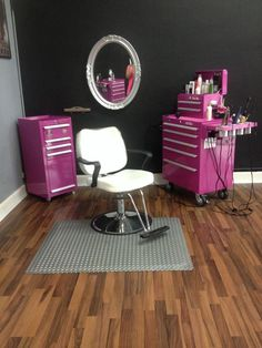 Kadillac Barbies Salon and Spa, The Original Pink Box, Pink Tool Box, Route 66 Salon awesome ideas Home Beauty Salon, Home Hair Salons, Beauty Salon Decor, In Home Salon, Salon Art, Beauty Studio, Pink Tool Box, Hair Stations, Salon Style