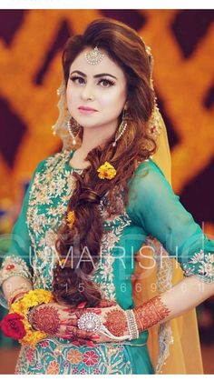 5 Dress Styles That Will Make You Look Thinner. While particular ladies wear products you see on the runway might look terrific on models, they might not look great on every woman. Bridal Mehndi Dresses, Pakistani Wedding Outfits, Pakistani Bridal Wear, Pakistani Wedding Dresses, Indian Bridal, Pakistani Mehndi, Wedding Hijab, Mehendi, Bridal Makeover