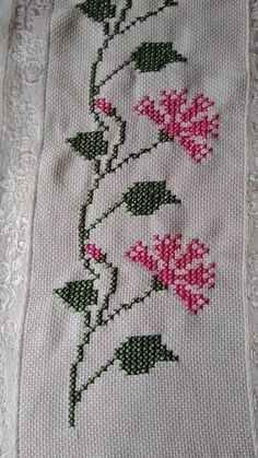 Really nice Cross-Stitch towel flower pattern. Just Cross Stitch, Beaded Cross Stitch, Cross Stitch Borders, Cross Stitch Flowers, Cross Stitch Designs, Cross Stitch Embroidery, Hand Embroidery, Cross Stitch Patterns, Palestinian Embroidery