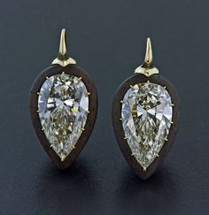 Pear Shaped Diamond, Cocobolo Wood and 18K Yellow Gold Ear Pendants by James de Givenchy #Taffin #JamesdeGivenchy #Earring