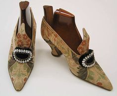 ~Shoes (Pumps) Pietro Yantorny (Italian, Date: Culture: French Medium: silk, leather, glass Dimensions: Heel to Toe: 8 in. The Metropolitan Museum of Art~ Edwardian Shoes, Edwardian Fashion, Vintage Fashion, Victorian Shoes, Edwardian Era, Vintage Shoes, Vintage Accessories, Vintage Outfits, Antique Clothing