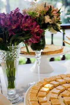 Este é um verdadeiro chá. Mas não de cozinha... é de casamento mesmo. . Ao invés do tradicional bolo & champanhe, a benção foi seguida por um delicioso
