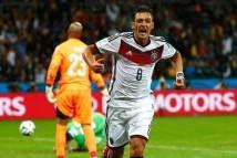 Ozil đang chịu rất nhiều áp lực từ giới truyền thông và người hâm mộ ĐT Đức sau những màn trình diễn thất vọng ở World Cup 2014.   http://ole.vn/bong-da-anh.html http://ole.vn/lich-phat-song-bong-da.html http://ole.vn/xem-bong-da-truc-tuyen.html http://xoso.wap.vn/ket-qua-xo-so-mien-bac-xstd.html http://giamcaneva.com http://diemthi.com.vn/xem-diem-thi-dai-hoc/    Ozil đượ...