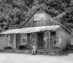 Old Country Store in Kentucky! Old Country Store in Kentucky! Old General Stores, Old Country Stores, Country Life, Country Living, Country Roads, Old Pictures, Old Photos, Old Gas Stations, My Old Kentucky Home