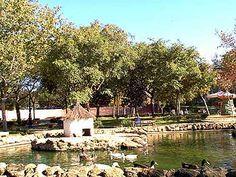 Parque Almirante Laulhé: conocido popularmente como Parque de los Patos y situado en el centro de la ciudad,  Alberga en su interior varias instalaciones deportivas (Pabellón Municipal) además de un escenario para los conciertos.