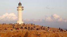 Faro del Cap de Barbaria, en la isla de Formentera. Foto: JJ Guillén (EFE) Cn Tower, Building, Red, Travel, Life, Light House, United Kingdom, Islands, Viajes
