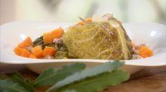 Chou frisé farci, saucisse de Montbéliard, carottes, vin blanc sec