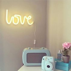 Neon stijl lamp love geel - A little lovely company - MOMO Stan Love, A Little Lovely Company, Neon Lamp, Led Signs, Love Is In The Air, Tropical Vibes, Neon Lighting, Neon Yellow, Light Decorations