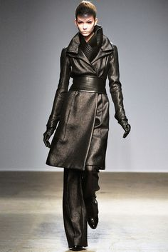 Gareth Pugh | Fall 2010 Ready-to-Wear Collection | Style.com