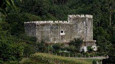 Los 15 castillos para viajar a la Galicia más medieval                      El castillo de Moeche
