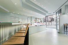disseny peixateria / diseño pescaderia / interiorismo espacio comercial / disseny espai comercial / monocolor / microcemento / diseño verde