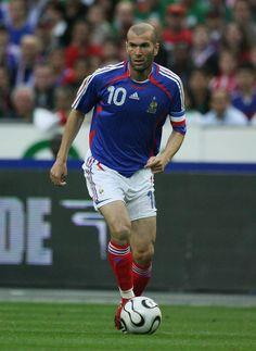 Football Icon, Best Football Players, World Football, Sport Football, Steven Gerrard, Zinedine Zidane Real Madrid, Premier League, Football Reference, Soccer Pictures