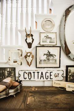 Farmhouse Style Decorating, Farmhouse Decor, Urban Farmhouse, Vintage Farmhouse, Gallery Wall Staircase, Gallery Walls, Cottage Mirrors, Vibeke Design, Vintage Home Decor