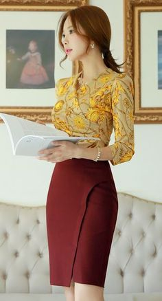Diagonal Slit Pencil Skirt Wine and Chain Print Quarter Sleeve Shirred Wrap Tee.