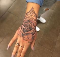 Attractive Hand Tattoos beautiful hand ❥ tattoo designs introduced in the post. You can find various ❥ themed designs for your hand ❥ tattoos. Hand Tattoo Frau, Rose Hand Tattoo, Hand Tats, Flower Tattoo Back, Tatoo Rose, Wrist Tattoo, Back Tattoo Girls, Girly Hand Tattoos, Henna Hand Tattoos