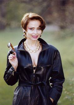 """Izabela Trojanowska przeszła """"nagi chrzest""""! - Kultowe seriale - Świat Seriali Actresses, Film, Lady, Polish, Style, Fashion, Female Actresses, Movie, Swag"""