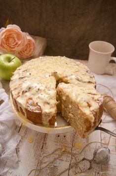 Irish Desserts, Irish Recipes, Sweet Recipes, Cake Recipes, Irish Soda Bread Recipe, Delicious Desserts, Yummy Food, Bunt Cakes, Irish Apple Cake