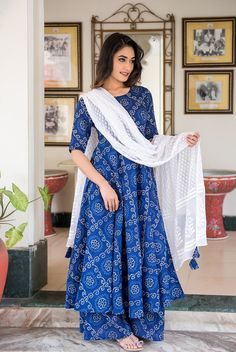 Blue Bandhani Suit Set With Dupatta – jaipurpaisley Simple Pakistani Dresses, Indian Gowns Dresses, Pakistani Dress Design, Pakistani Suits, Punjabi Suits, Simple Kurti Designs, Kurta Designs Women, Kurti Neck Designs, Designer Party Wear Dresses
