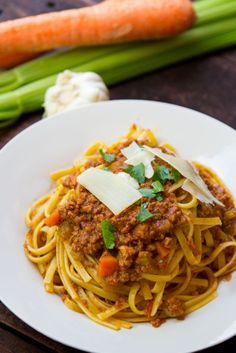 This Instant Pot Bolognese is absolutely amazing - and done in under 1 hour!