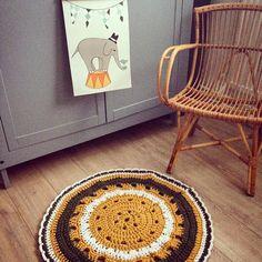 Vloerkleed vintage look. Maat en kleur in overleg | Tut en Jut via Kinderkamerstylist