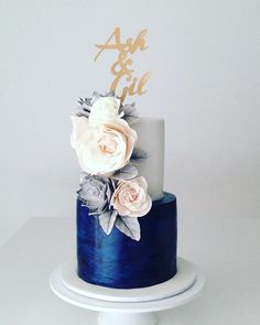 For those with a sweet tooth, selecting the perfect wedding cake for one's wedding can prove to be one of the favorite aspects of the wedding planning process. Small Wedding Cakes, Elegant Wedding Cakes, Elegant Cakes, Beautiful Wedding Cakes, Wedding Cake Designs, Beautiful Cakes, Amazing Cakes, Royal Blue Cake, Blue Cakes