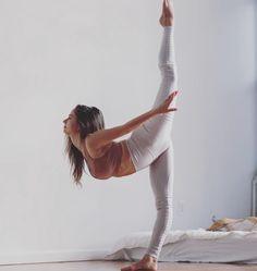 @taliasutra in the #AloYoga High Waist Moto Legging #yoga #inspiration