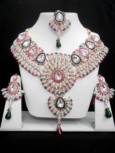 The Very Exclusive Indian Patwa Jewellery sets available with matching pair of earrings and mangtikka. The speciality of this jewelry set is its gorgeous looks which is beatifully handcrafted work wit