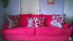 Punainen sohva askosta
