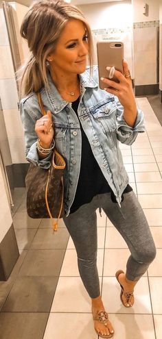 Adorable Summer Outfits You Should Already Own blaue, weiche Jeansjacke Mode Outfits, Casual Outfits, Fashion Outfits, Fashion Bra, Casual Jeans, Fashion Pants, Casual Chic, Casual Shoes, Spring Summer Fashion