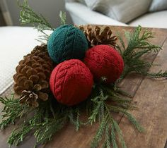 Free Cabled Knit Ornament Pattern from the Free knitted pattern from the DaintyLoops.com blog. #knit #knitting #free #christmas #holiday #roundup #diy #doityourself #decorations #howto #decor #home #christmastree #holidayspirit #snowman #sheep #yarn #gifts