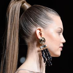 http://www.beautyediter.com/2016/09/3-ways-to-wear-ponytail-with-hair-extensions.html