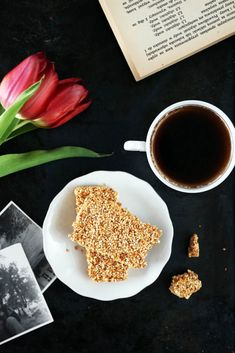 Pavlova, Cake Pops, Breakfast, Tableware, Kitchen, Recipes, Fit, Morning Coffee, Dinnerware