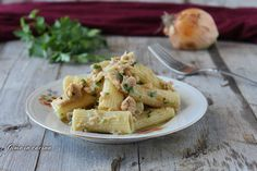 Pasta with Canned Tuna and Onion (In Italian)