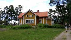 Restaurant Gula Villan (The Yellow Villa) on Iso Vasikkasaari Island, Espoo | Ravintola Gula Villan, Iso Vasikkasaari, Espoo