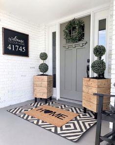 Front Door Decor, Front Door Planters, Front Porch Decorations, Porch Decorating, Decorating Ideas, Home Projects, Farmhouse Decor, Farmhouse Front Doors, Farmhouse Style Homes
