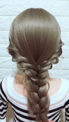 Excellent Pictures Hairstyle Tutorial 865 Thoughts Who created the Bob hair? Bob has been major the group of trend hairstyles for decades. No surpris Easy Hairstyles For Long Hair, Diy Hairstyles, Pretty Hairstyles, Hairstyles Videos, Hair Up Styles, Medium Hair Styles, Long Hair Video, Hair Videos, Hair Hacks