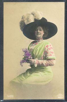 PZ041 FEMME MODE HIGH FASHION LADY Large FEATHER HAT PHOTO d'ART R & KL