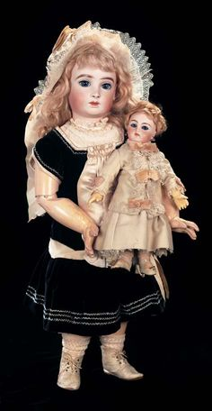 View Catalog Item - Theriault's Antique Doll Auctions .... the reason we all love dolls....that darling Halopeau BEBE!