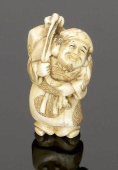 Netsuke Japan, 19. Jahrhundert. - Reisender - Elfenbein. H. 5,5 cm. Sign. Bärtiger Mann mit Reisegepäck auf dem Rücken.
