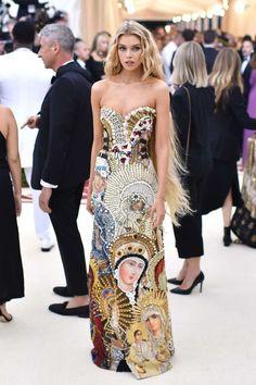 Stella Maxwell Met - 2018 Met Gala: See all the stars on the red carpet Gala Dresses, Red Carpet Dresses, Couture Dresses, Evening Dresses, Stella Maxwell, Foto Fashion, Star Fashion, Fashion Models, Stunning Dresses