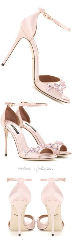 We are betting you haven't seen these bridal wedding shoes from Regilla ⚜ Dolce & Gabbana