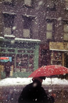 Saul Leiter :: Untitled [Woman with umbrella in snow storm], 1955