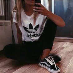 black and white adidas shirt with black leggings or jeans and bla - Addidas Shirt - Ideas of Addidas Shirt - black fashion. black and white adidas shirt with black leggings or jeans and black cucks or skater shoes Sport Chic, Fall Outfits, Summer Outfits, Casual Outfits, Casual Clothes, Teen Fashion, Fashion Outfits, Fashion Trends, Fashion Black